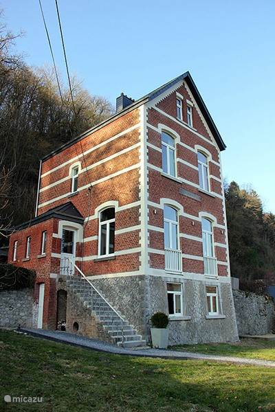 Quiet location with views of the historic center of Durbuy