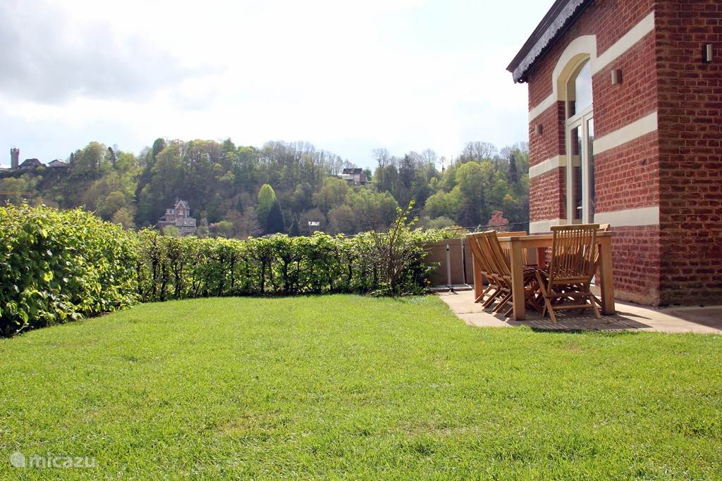 Spacious, sunny garden with barbecue, garden furniture and petanque