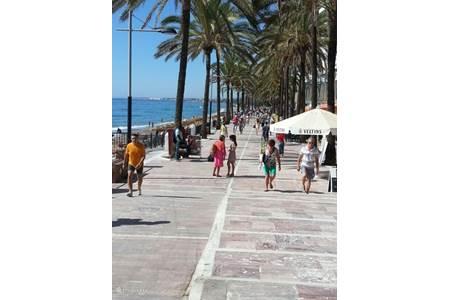 Villa marbella vakantie villa zwembad in marbella costa del sol spanje huren - Strand zwembad natuursteen ...