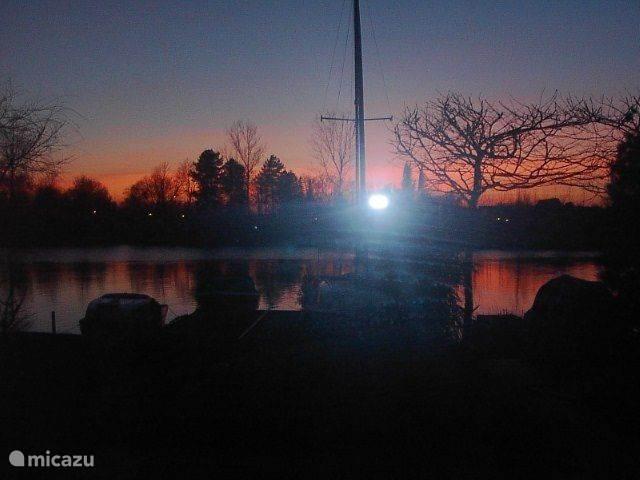 aan het eind van de dag genieten van een ondergaande zon onder het genot van......