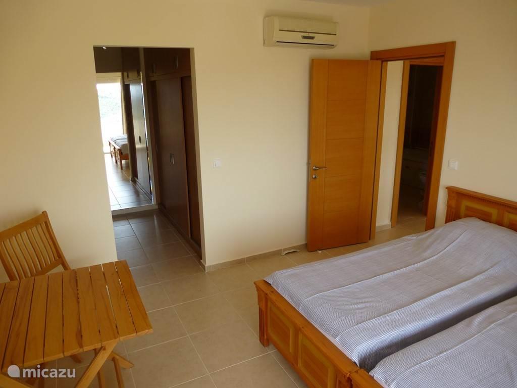 Slaapkamer met inloop garderobekast