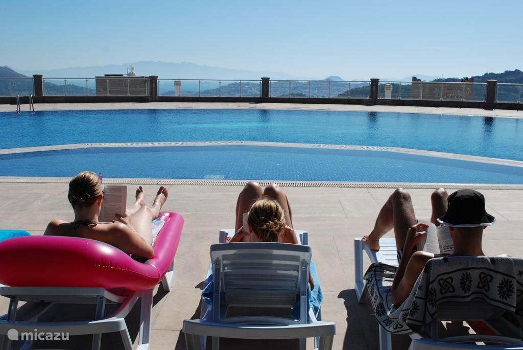 Riant zwembad met uitzicht en gratis wifi.