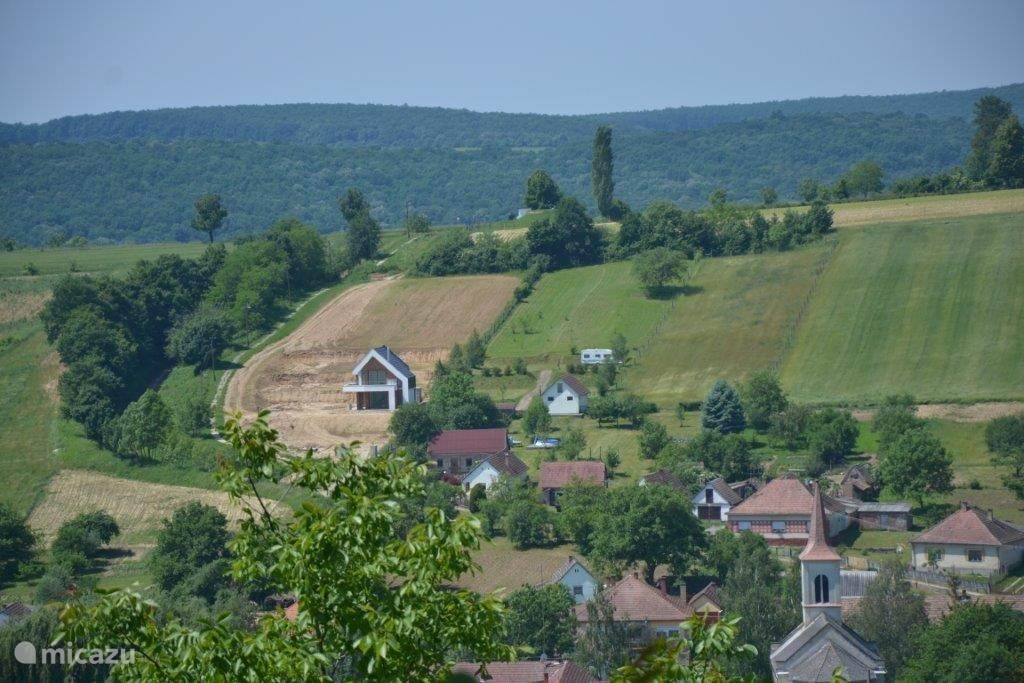 deze foto is vanaf de wijngaard genomen. Dit is het vergezicht van de andere kant.