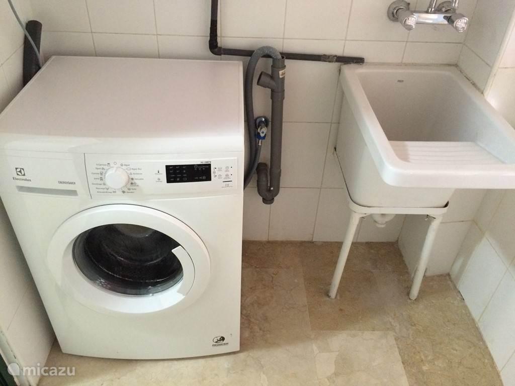wasmachine en droogkast  eveneens ter beschikking