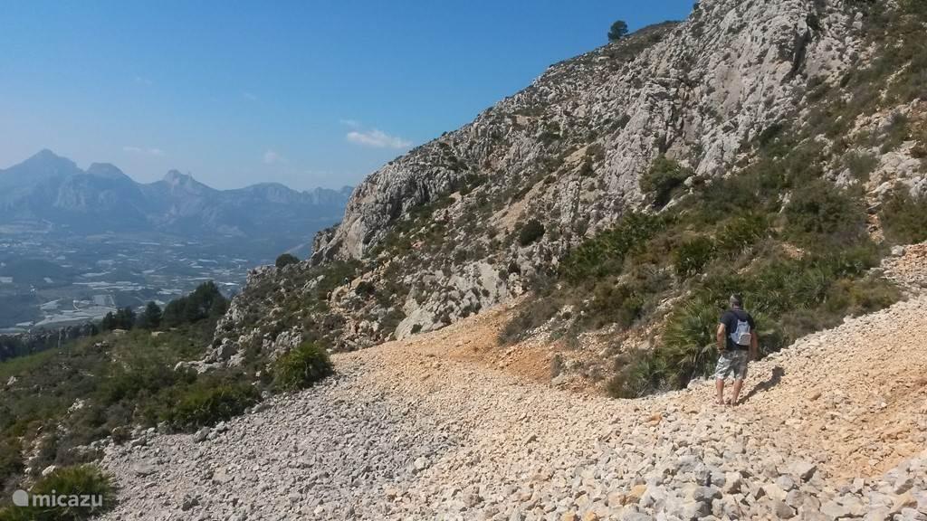 Stevige wandeling op de berg Sierra Bernia naar El Forat (opening in de berg naar de vallei aan de andere kant)