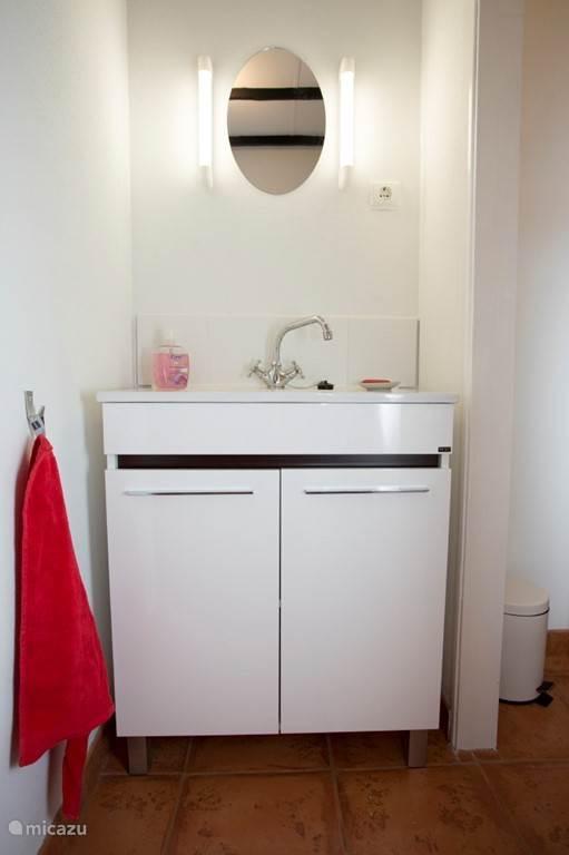 Wastafel in badkamer