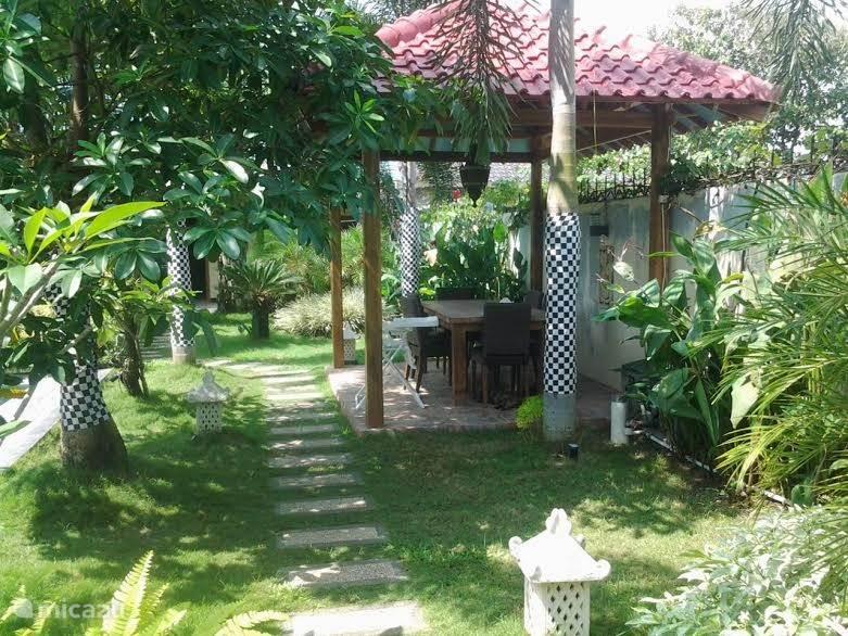 lekker bakkie koffie in de tuin