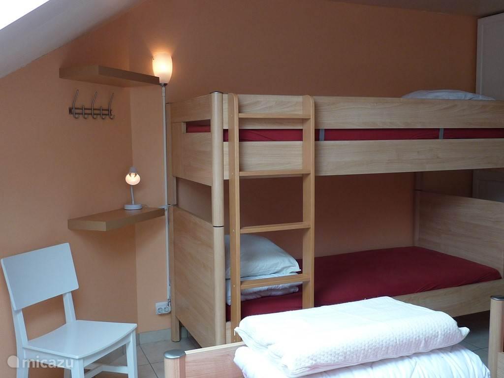 Slaapkamer II. Zicht op het stapelbed.