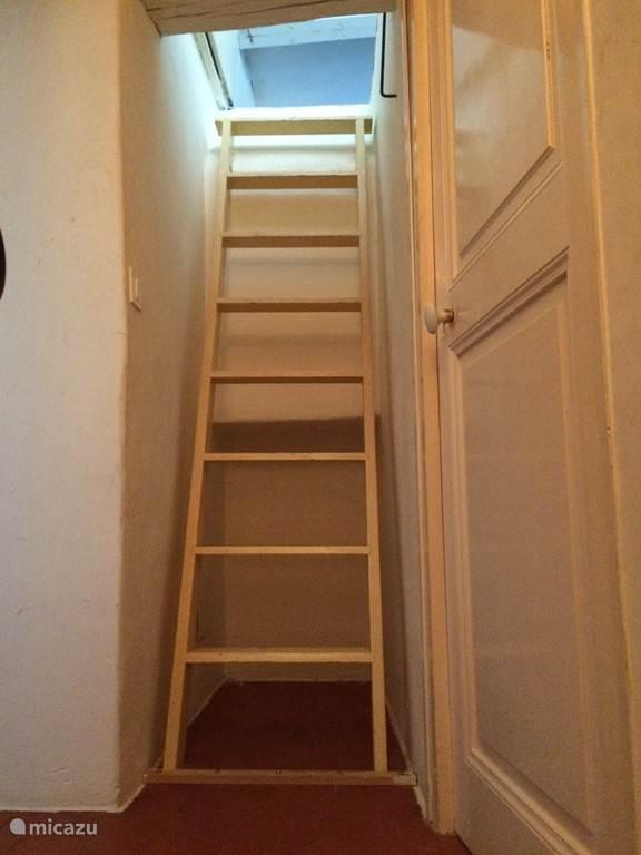 Trap naar 2e verdieping (zolder)