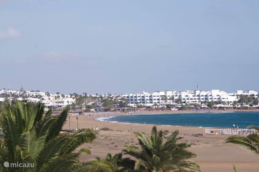 het strand van Puerto del Carmen.