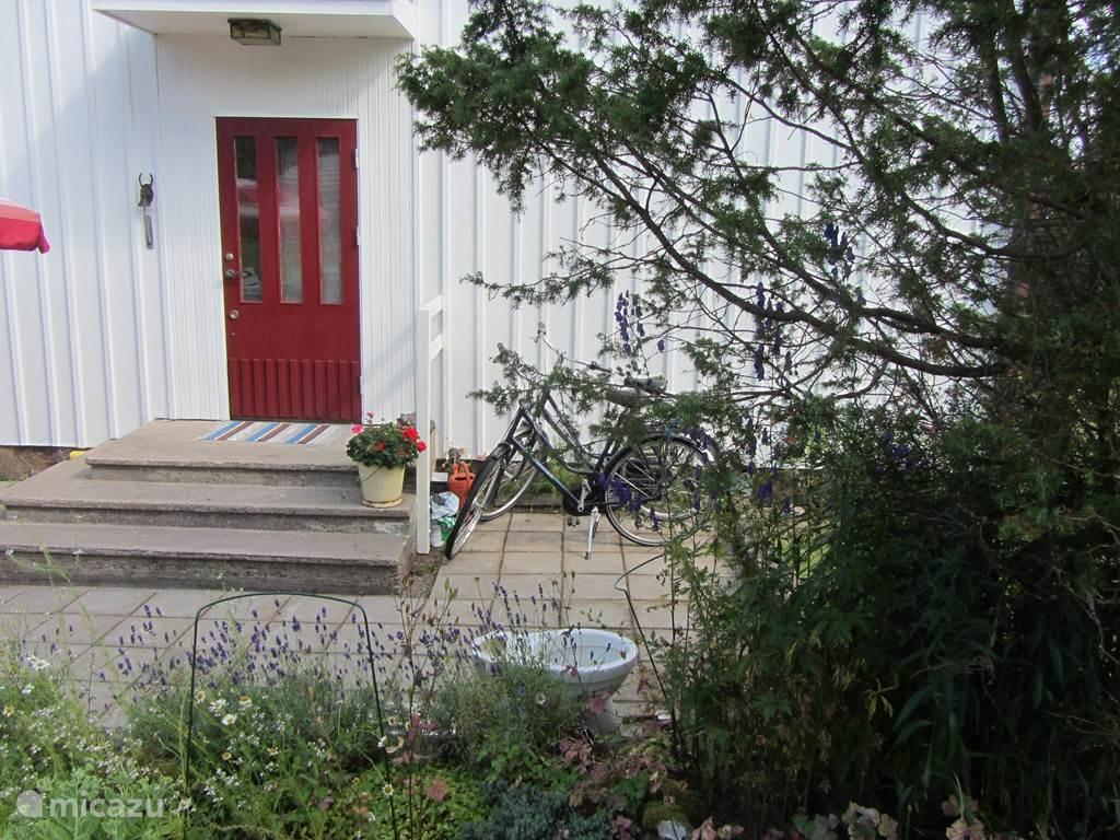 Voordeur van het huis aan de achterzijde.
