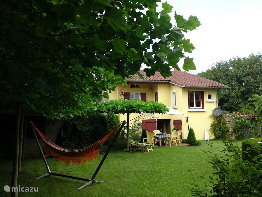 huis vanuit de tuin