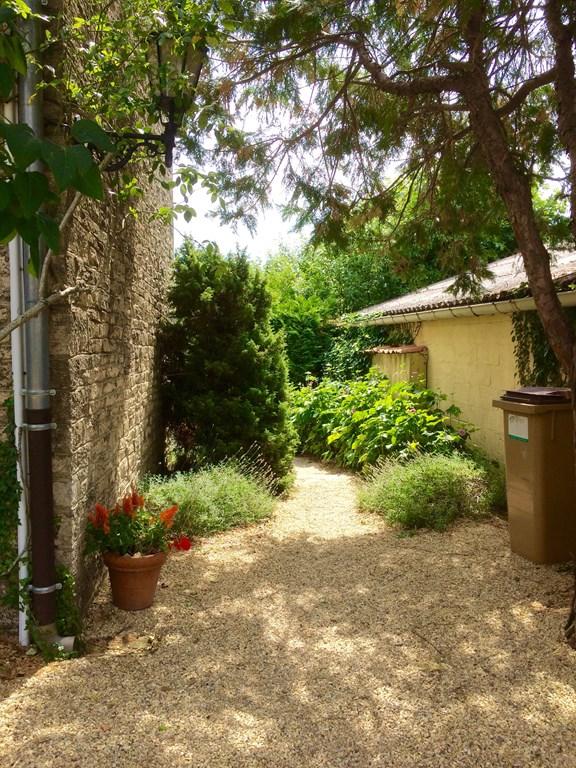 Idyllische maisonette midden in het wijngebied van de Bourgogne en de Beaujolais met uitzicht op de wijnvelden. Beschikbaar van 19-8 tot 9-9.