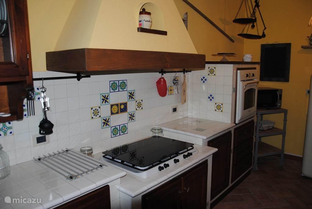 Een mooie, typisch toscaanse keuken van alle gemakken voorzien.