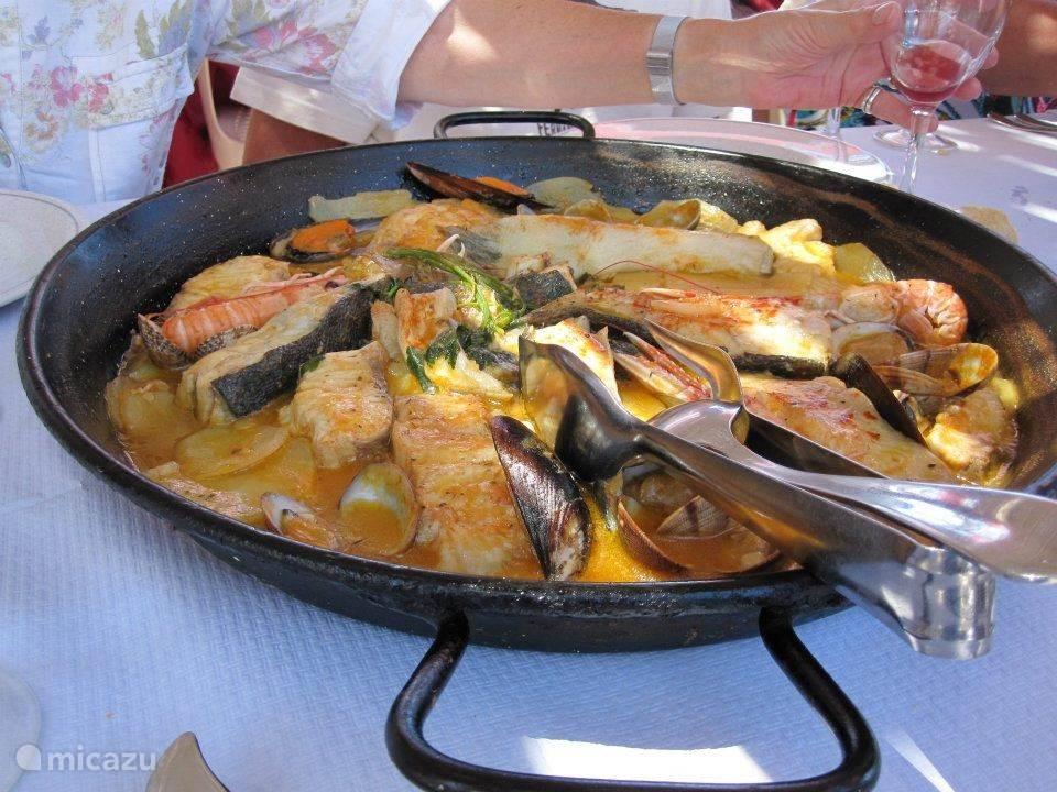 llandetta of liever paella ? Sangria in ieder geval : wit of rood ? Vis of vlees ?
