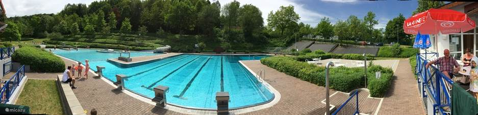 Outdoor pool in Kirchheim 5 minutes away by car.