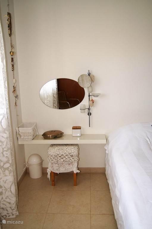 slaapkamer  1.met aangrenzende badkamer en toilet
