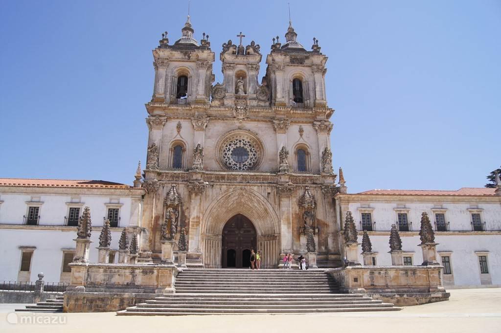 Alcobaca, op 7 km van Casa do Coração.  Grootste klooster van Europa in Alcobaca. Een bezichtiging is zeer zeker de moeite waard