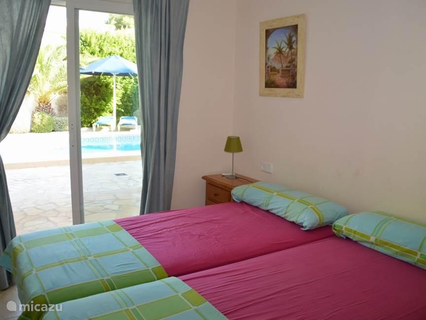 2e slaapkamer met toegang tot het terras