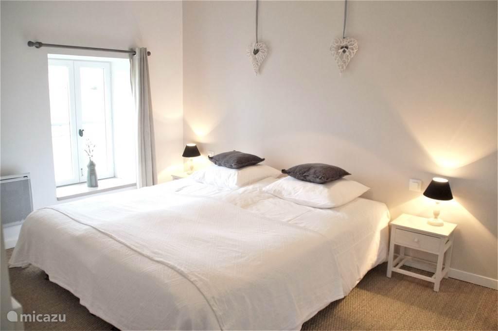 Alle slaapkamers zijn uitgerust met luxe boxspringbedden van 90x200.