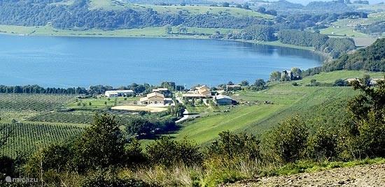 Lago di Martignano, borgo met restaurant