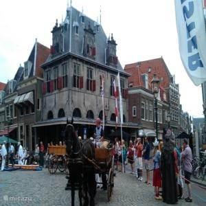 In de stad Hoorn is altijd wel iets te beleven voor alle leeftijden. Voor actuele info kunt u contact opnemen met de VVV of u kunt het mij vragen; dan zoek ik het even voor u uit!