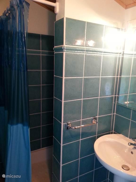 De tweede badkamer boven. Aangrenzende de ouderenslaapkamer