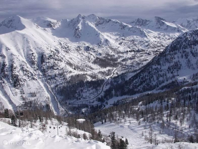 Het skigebied Isola 2000 is ongeveer 2 uur rijafstand