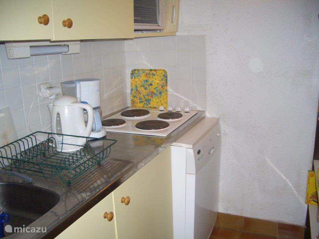 een kleine maar volledige keuken