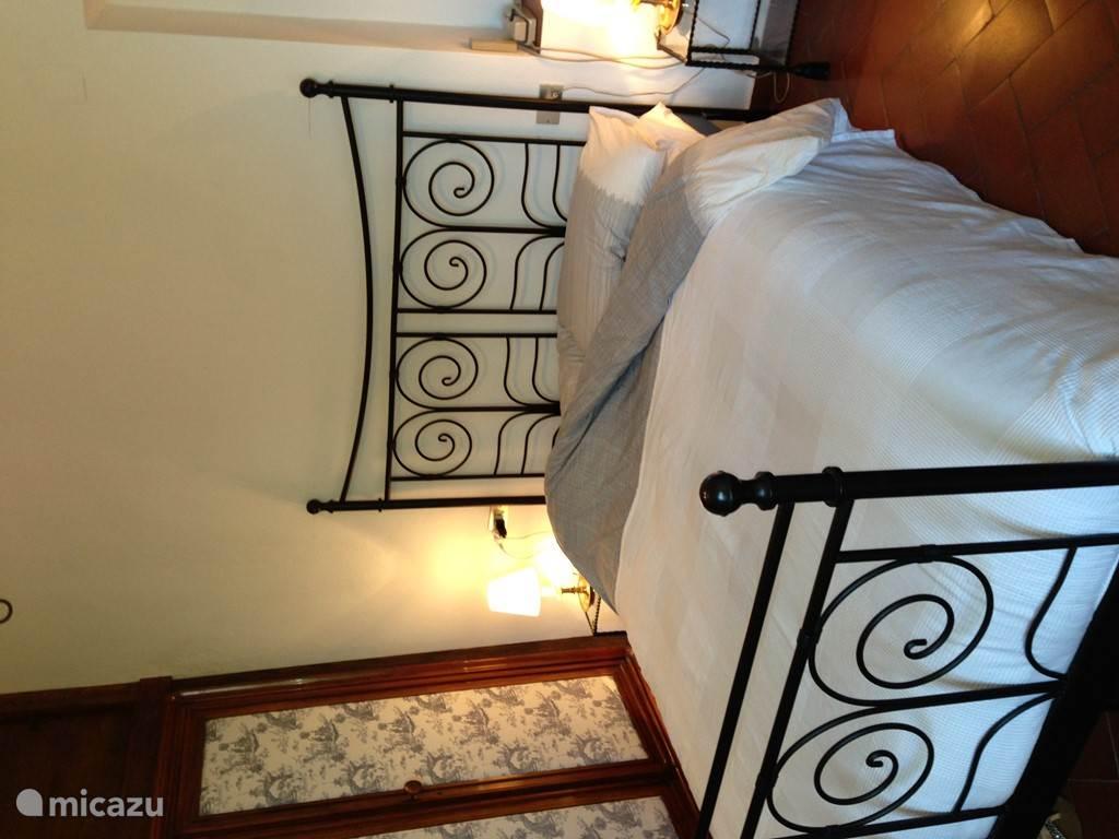 Slaapkamer 2: Sfeervolle 2-persoons slaapkamer op 1e verdieping