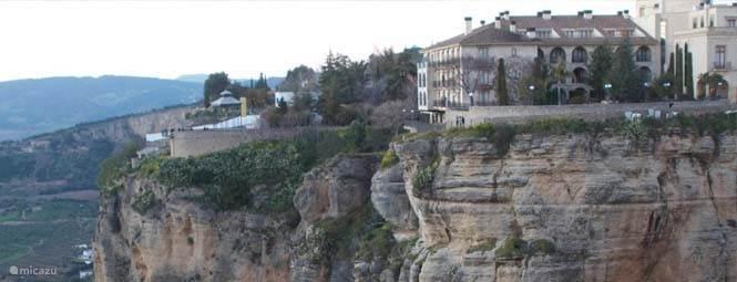 Cultuurstad Ronda, het uitgaans en winkelhart van de streek