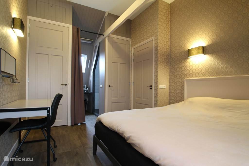 Slaapkamer met tweepersoons bed