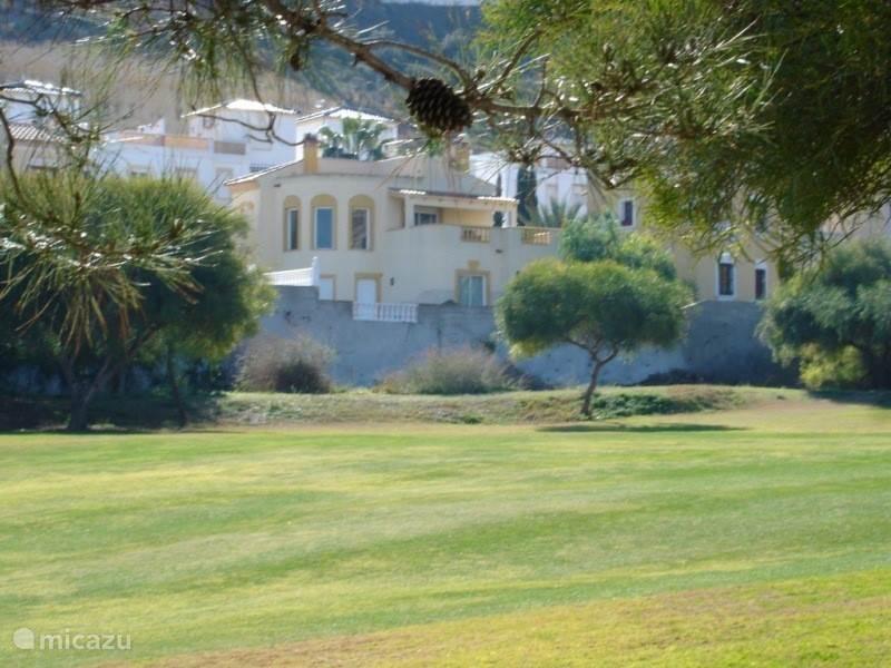 Ons huis gezien vanaf de golfbaan