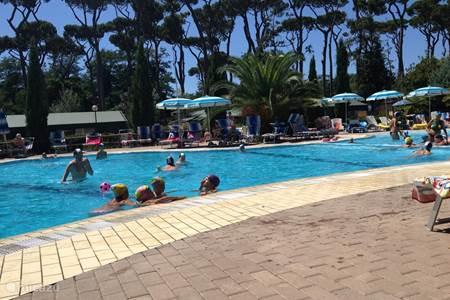 Vakantiehuis in toscane itali huren - Zwembad met kookeiland ...