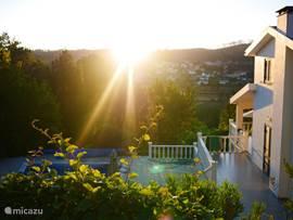 Vanaf het bovenste terras heeft u een prachtig uitzicht op het dal met de pittoreske Portugese dorpjes.