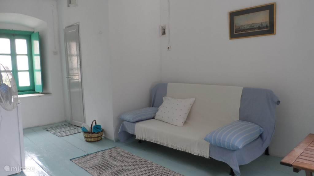 interieur met dubbel sofa bed