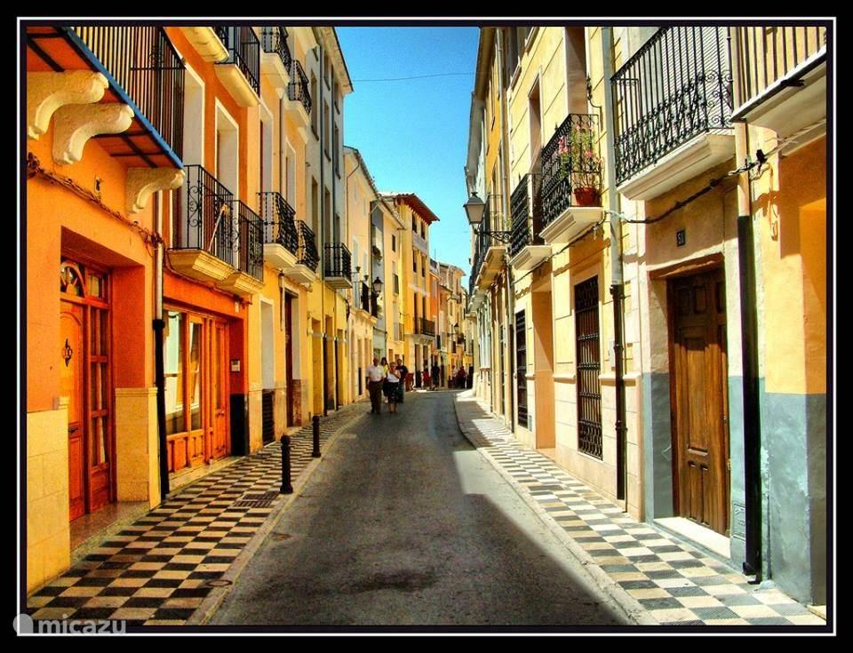 Javea met hun kleurrijke straatjes.
