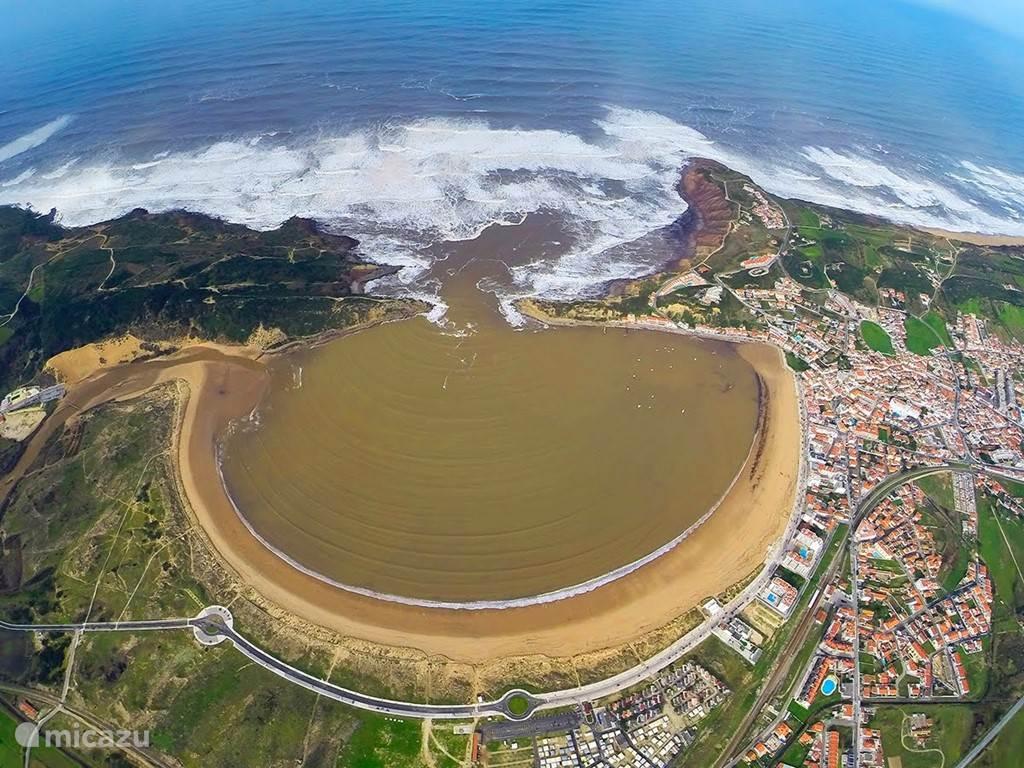 Sao Martinho do Porto beach ( 7 minutes away drive)