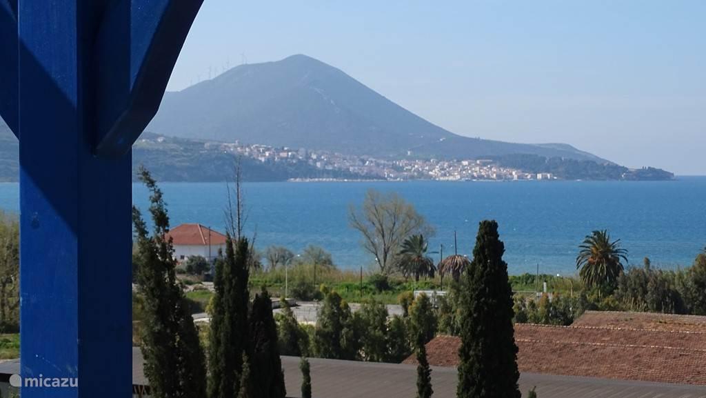 Uitzicht vanaf balkon 1e verdieping uitzicht op Pylos.