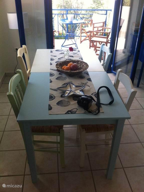 eettafel in woonkamer