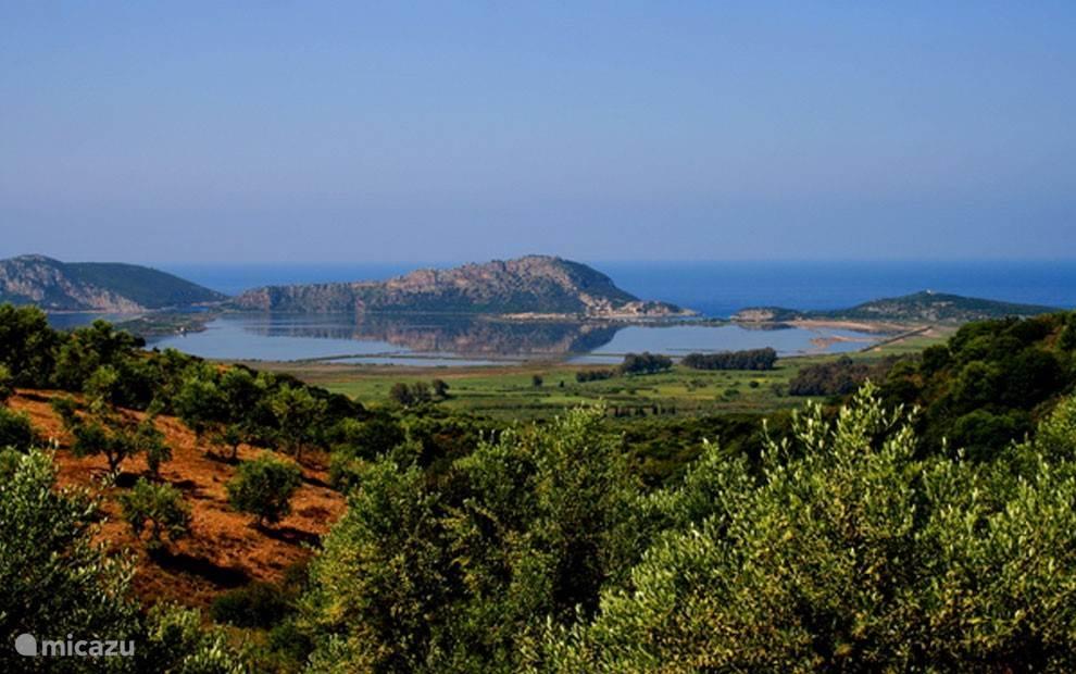 de prachtige Gialova Lagoon, op loop afstand bereikbaar.