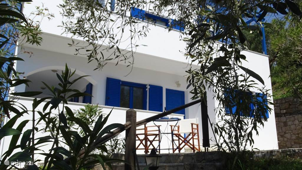 Villa gezien vanaf begane grond