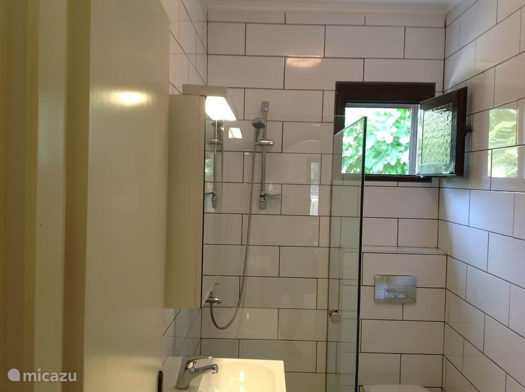 Nieuwe badkamer (mei 2015)
