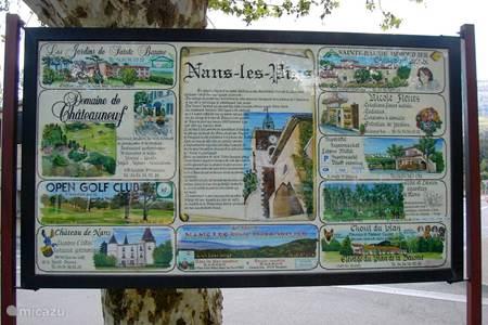 Het rustige dorpje Nans les Pins