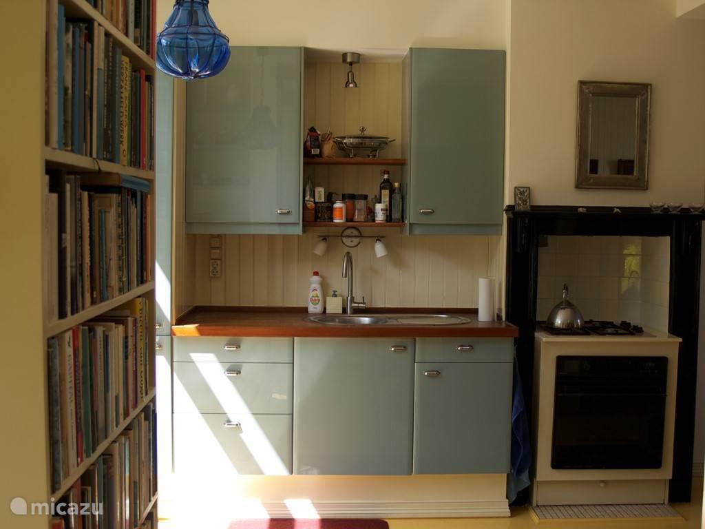 Keuken gezien vanuit het halletje.