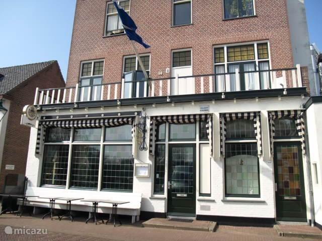 Tweehonderd meter van het Kaaghuis ligt een sfeervolle bistro, en er zijn in Warmond nog zeven andere eetgelegenheden, van Italiaan tot eetcafe tot Michelinster.