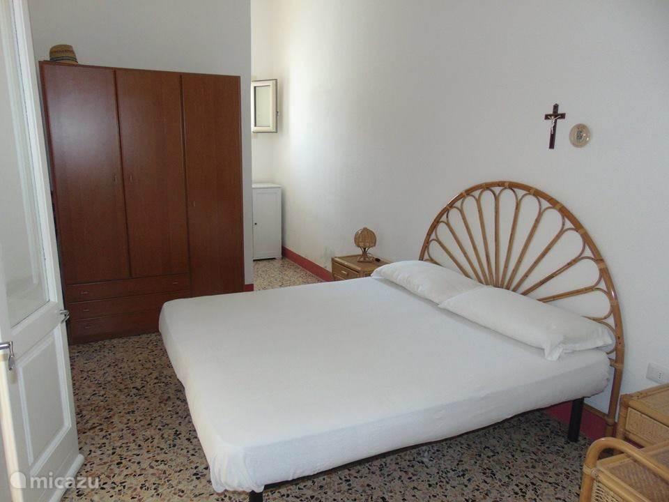 Slaapkamer 1 (een tweepersoonsbed)