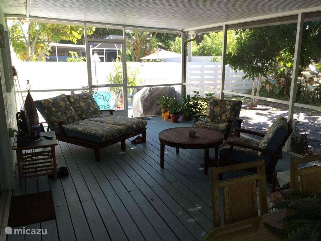 Het fijnste plekje van onze cottage is de veranda.