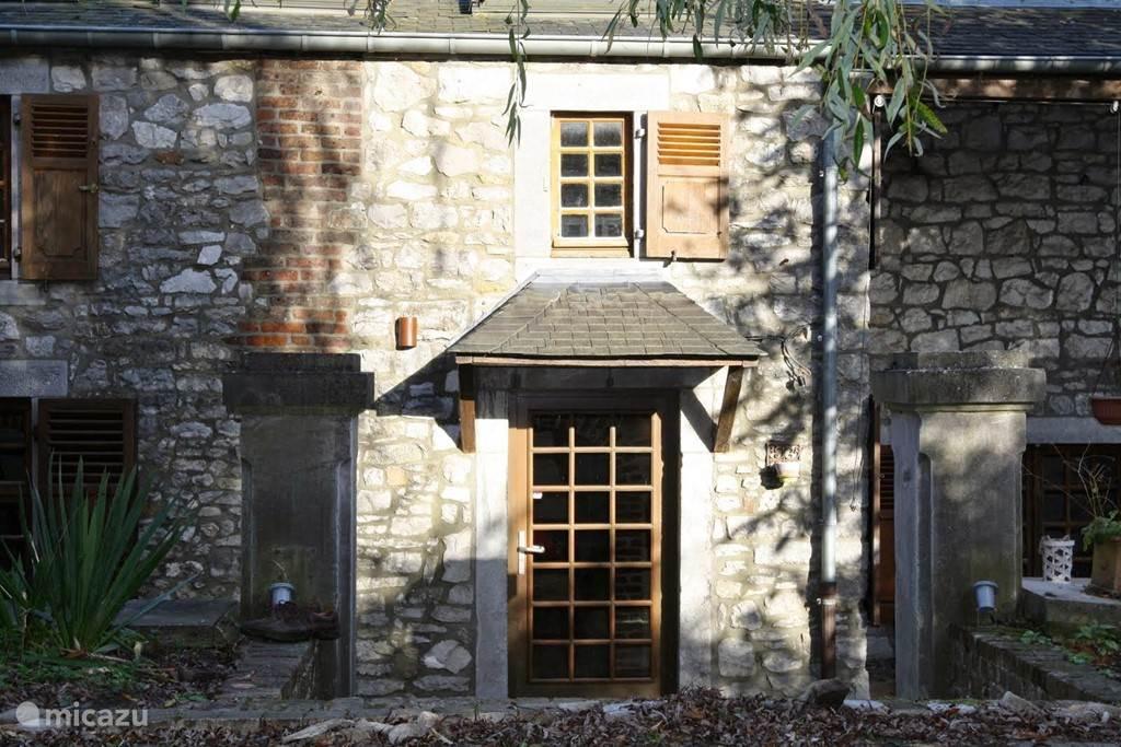 De voordeur (de inkom is via de tuin)