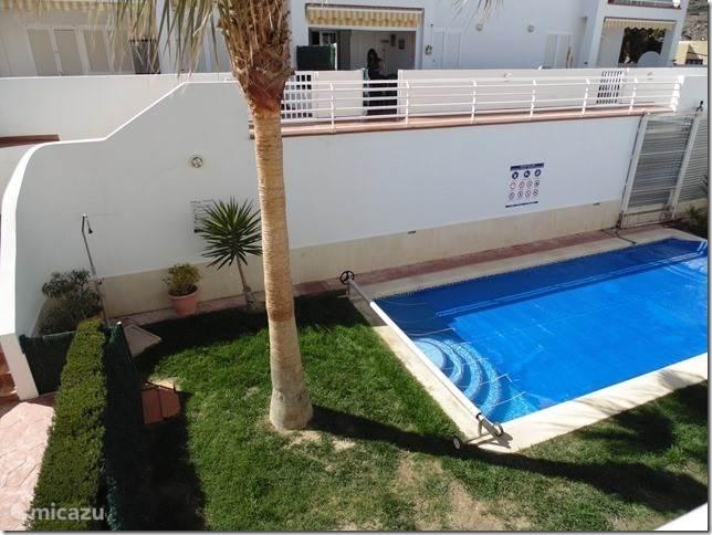 Gemeenschappelijk zwembad van de residentie Cuevas de Mar.